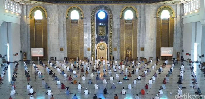 masjid al akbar gelar salat jumat
