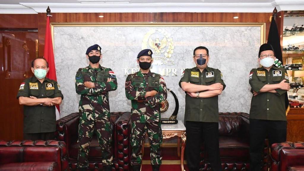 Dua Prajurit TNI AL Dermawan Dapat Penghargaan dari Ketua MPR