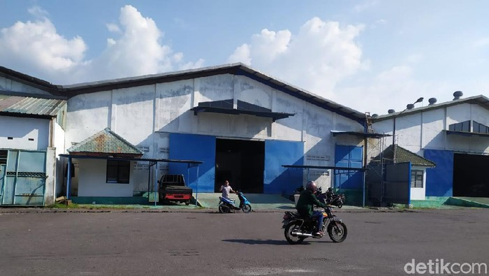 Sebuah pabrik minuman beralkohol yang akan beroperasi di Ngoro Industrial Park (NIP) Kabupaten Mojokerto mendapat penolakan dari MUI Kecamatan Ngoro. Ulama menilai, keberadaan pabrik itu berpotensi menambah jumlah pemabuk.