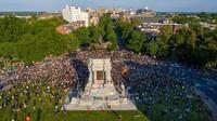 Picu Kemarahan Pendemo George Floyd, Patung Robert E Lee Diruntuhkan