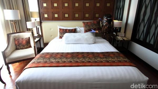 Bahkan, kamar tidur pun dibersihkan dengan cermat.
