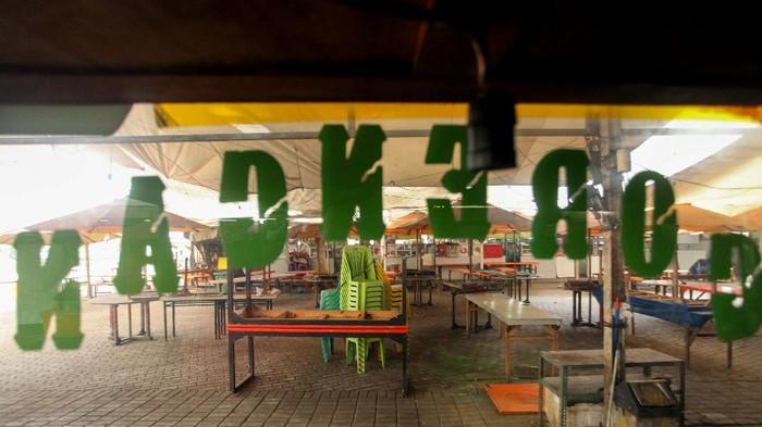 Sudah beberapa bulan area Monas ditutup sejak awal PSBB Jakarta. Kawasan kuliner Lenggang Jakarta pun tampak sunyi dari aktivitas masyarakat.