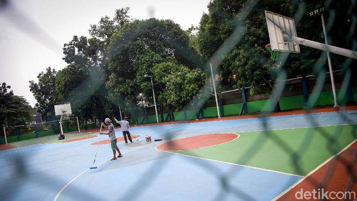 Prasarana olahraga di luar rumah kembali dibuka di masa transisi PSBB DKI Jakarta. Meski begitu, warga tetap diwajibkan untuk patuhi protokol kesehatan