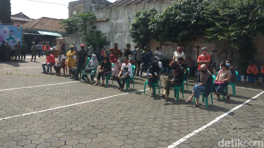 Ada Warga Positif Corona, 150 Orang se-RT di Cimahi Jalani Swab Test