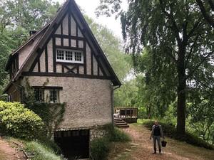 Potret Rumah Desa Anggun C Sasmi di Prancis, Asri di Tengah Hutan Pribadi