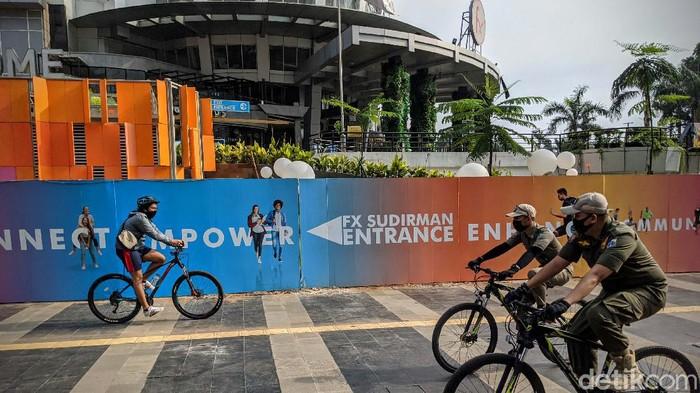 Pemerintah DKI Jakarta menyatakan pusat perbelanjaan boleh beroperasi normal pada 15 Juni mendatang. Mal beroperasi dengan menjalani protokol kesehatan.