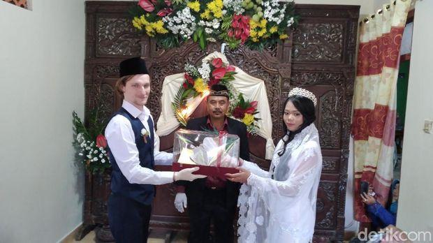 Seorang WN Rusia menikahi gadis asal Kulon Progo, Jumat (5/6/2020).