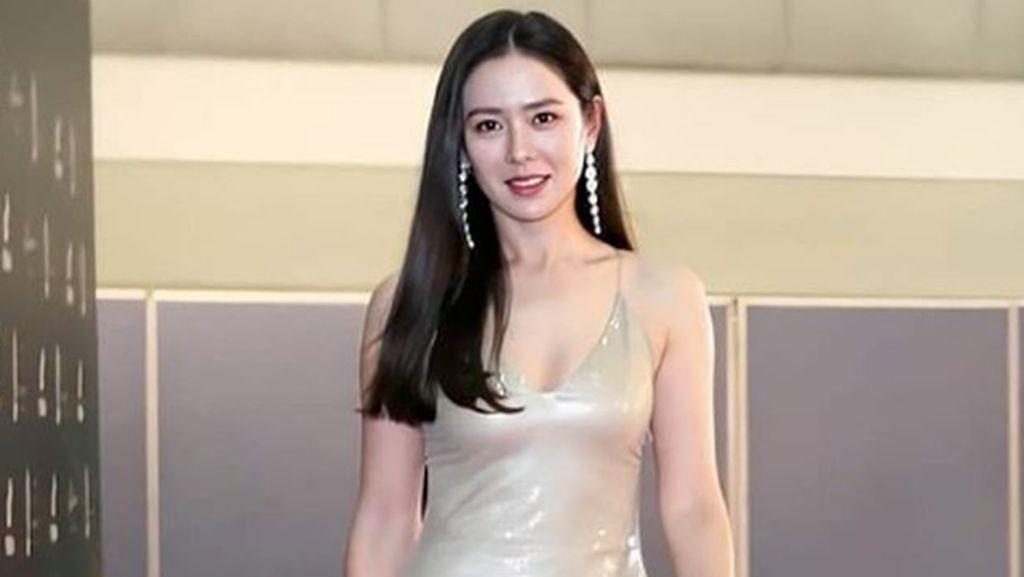 Penampilan Son Ye Jin di Baeksang Arts Awards 2020