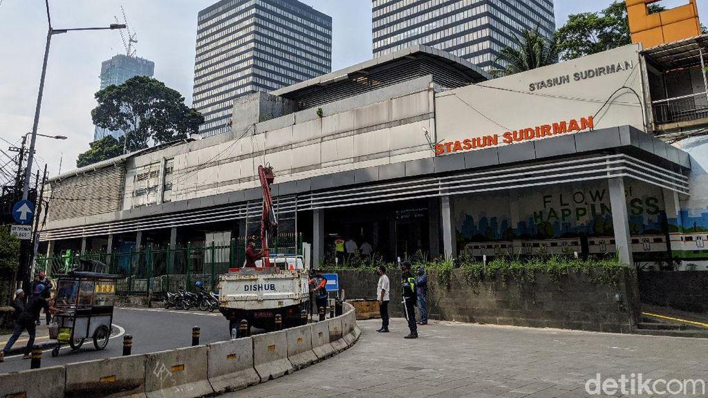 Depan Stasiun Sudirman Diberi Pembatas Beton