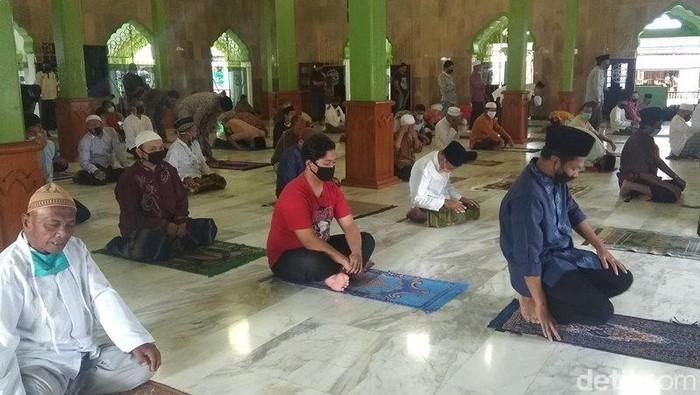 Suasana salat Jumat di Masjid Agung Kauman Kota Magelang, Jumat (5/6/2020)