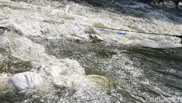 Banjir rob di Kompleks Pantai Mutiara (Jehan Nurhakim/detikcom)