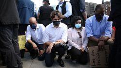 Ikut Aksi Solidaritas George Floyd, PM Kanada Berlutut Bersama Demonstran