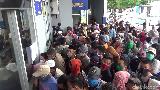 Antre Surat Sehat, Ratusan Penumpang di Pelabuhan Nusantara Berdesakan