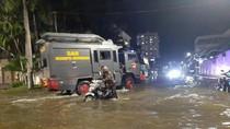 Banjir Rob Ikut Rendam Jalan Pantai Mutiara
