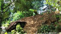 Area Pemakaman di Samarinda Longsor, Terlihat Kain Kafan di Permukaan