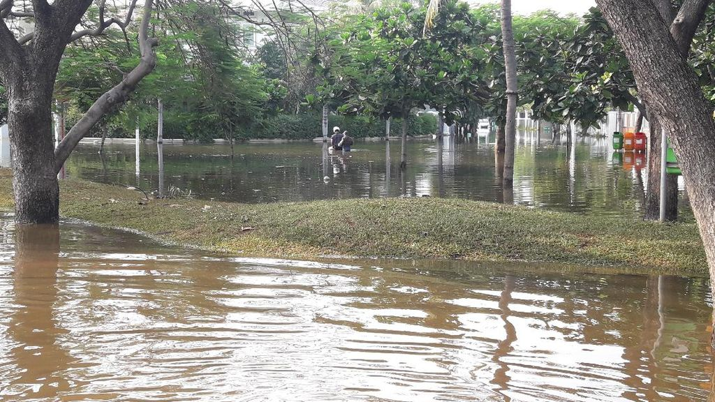 Kompleks Pantai Mutiara Masih Terendam Air Rob Pagi Ini