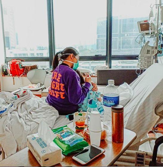 Denada menemani putrinya di rumah sakit