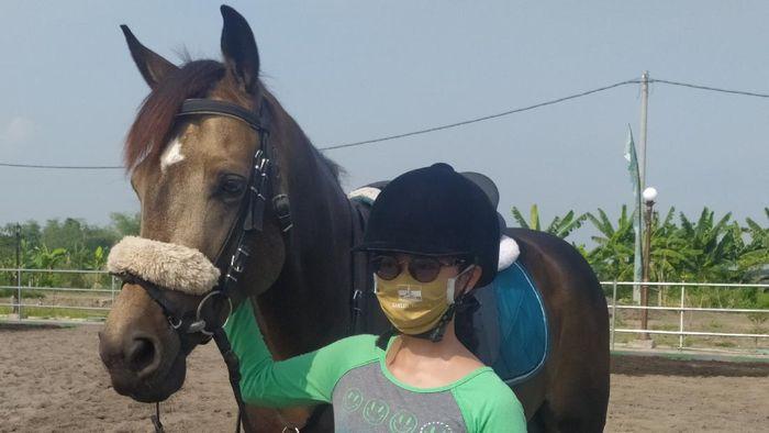 Atlet Equestrian tetap berlatih di tengah pandemi virus Corona.