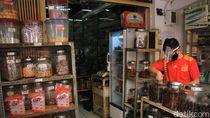 Cerita Pedagang Oleh-oleh di Bandung yang Terkena Imbas Pembatalan Haji