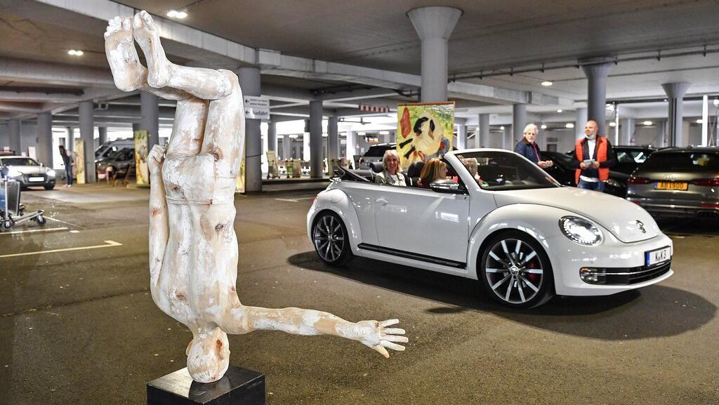 Unik! Parkiran Bandara di Jerman Dirombak Jadi Galeri Seni