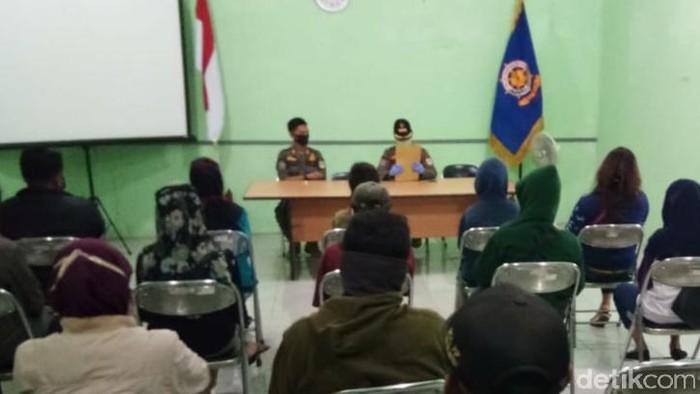 Warga yang terjaring razia diberikan pembinaan Satpol-PP Pemkab Klaten