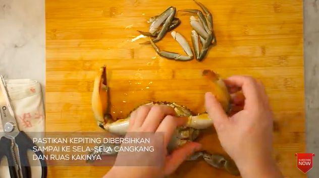 Chef Arnold Ungkap Keterampilan Chef Bersihkan Ikan hingga Kepiting