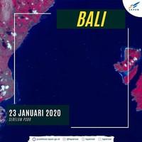 Sebelum PSBB (23 Januari 2020), terlihat aktivitas penyebrangan dari Pelabuhan Benoa ke Nusa Penida masih ramai. Banyak kapal berlayar dari dan ke Nusa Penida. Saat itu pariwisata masih boleh. (dok. Facebook)