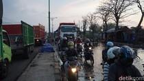 Jalur Pantura Demak Km 8 Terdampak Banjir Rob, Arus Lalin Tersendat