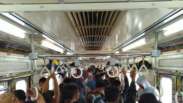 Banyak penumpang tak menerapkan jaga jarak