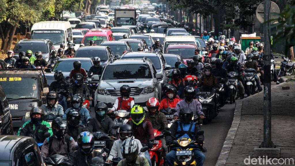 PSBB Transisi Berlanjut, Ingat Aturan Kapasitas Penumpang Mobil/Motor