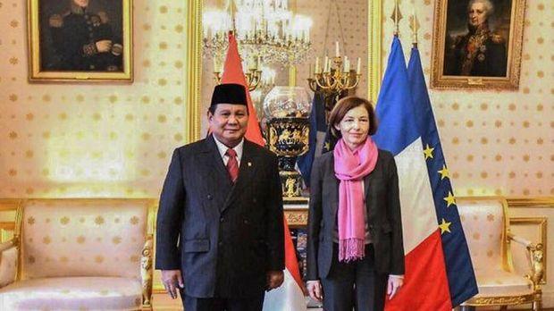 Menhan Prabowo Subianto melakukan pertemuan bilateral dengan Menhan Prancis, Florence Parly. (Dok. KBRI Paris)