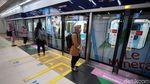 Jumlah Penumpang Dibatasi, MRT Beroperasi Normal