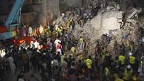 Potret Evakuasi Apartemen 5 Lantai yang Roboh di Pakistan