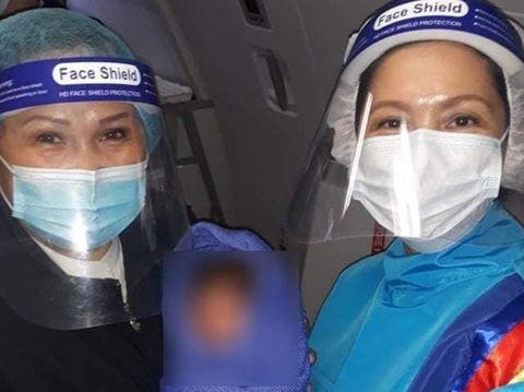 Pramugari bantu penumpang melahirkan di atas pesawat