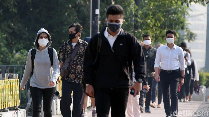 Saat ini, DKI Jakarta tengah melaksanakan Pembatasan Sosial Berskala Besar (PSBB) masa transisi. Warga kini mulai kembali berkantor.