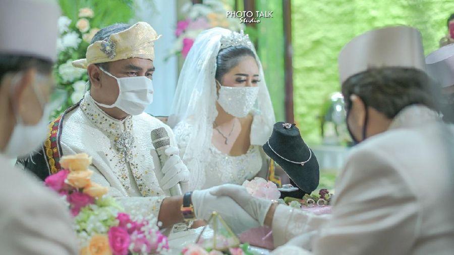 Foto pernikahan Qory Sandioriva.
