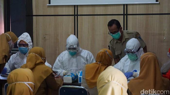 Rapid test karyawan Puskesmas Sayung II Demak, 8/6/2020