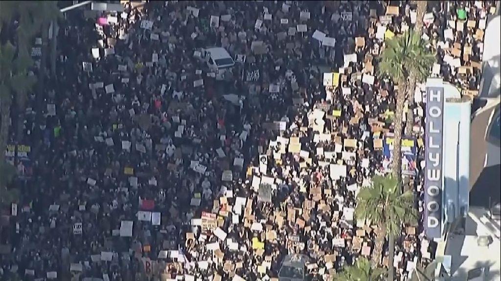 Mata Langit: Massa Demo George Floyd Penuhi Jalanan Los Angeles