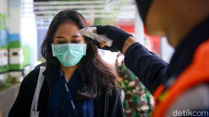 Protokol kesehatan di Stasiun Sudirman, Jakarta, sangat ketat melakukan protokol kesehatan di masa PSBB transisi. Seperti apa suasananya?
