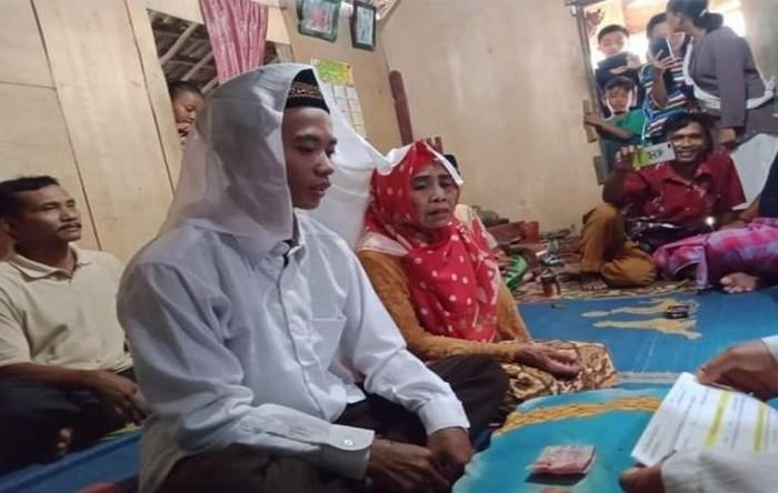 Viral pernikahan nenek 65 tahun di Sumsel dengan pemuda 27 tahun (dok. Istimewa)