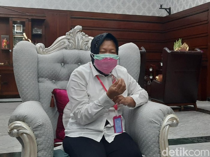 PSBB Surabaya Raya tidak diperpanjang dan tiga daerah sepakat menerapkan masa transisi menuju new normal. Untuk itu, Wali Kota Surabaya Tri Rismaharini meminta warga menjaga kepercayaan dari pemerintah.