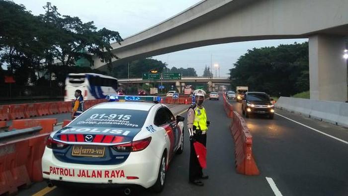 Contraflow di Tol Halim menuju Tol Semanggi