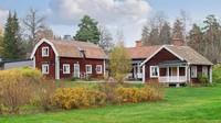 Sastra Brunn dibangun pada abad ke 18 sebagai resor kesehatan yang menjadi contoh sempurna dari arsiktektur Swedia. (Christies International Real Estate)