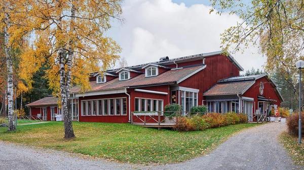 Terletak di Vastmaland County, Swedia menawarkan salah satu desa dengan berbagai fasilitas di dalamnya. (Christies International Real Estate)