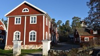 Biasanya Sastra Brunn menjadi kawasan liburan musim panas bagi wisatawan dari Skandinavia dan penduduk setempat, serta daerah di mana suhu musim dingin mencapai minus 10 atau lebih rendah. (Christies International Real Estate)