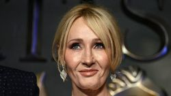 JK Rowling Komentari Tuduhan Transfobia di Novel Troubled Blood