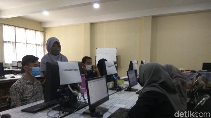 Ortu di Cimahi datangi sekolah untuk menanyakan teknis PPDB Jabar