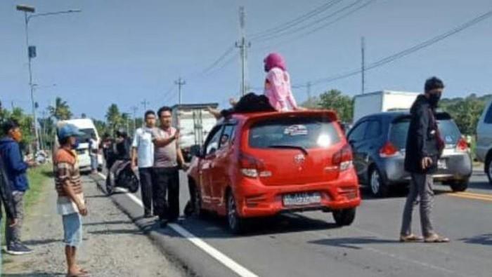 Pemotor emak-emak jatuh terduduk usai ditabrak pemobil di Kulon Progo