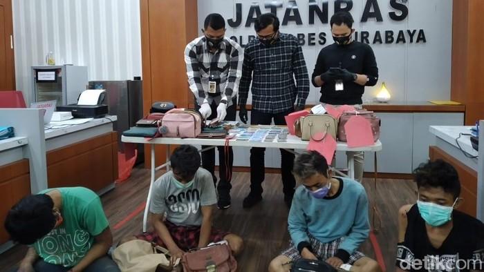 Komplotan bandit jalanan di Surabaya tertangkap. Empat jambret ini beraksi di 31 TKP selama pandemi Corona.