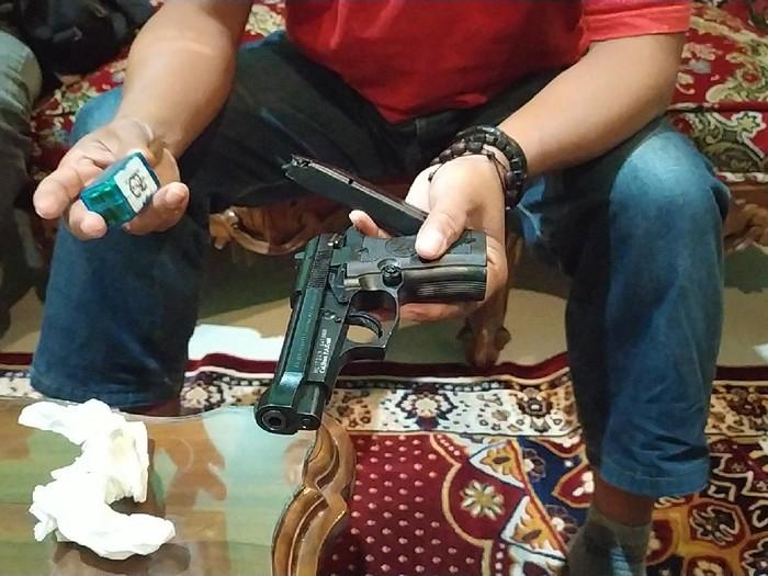Pistol Kepsek SMK di Garut